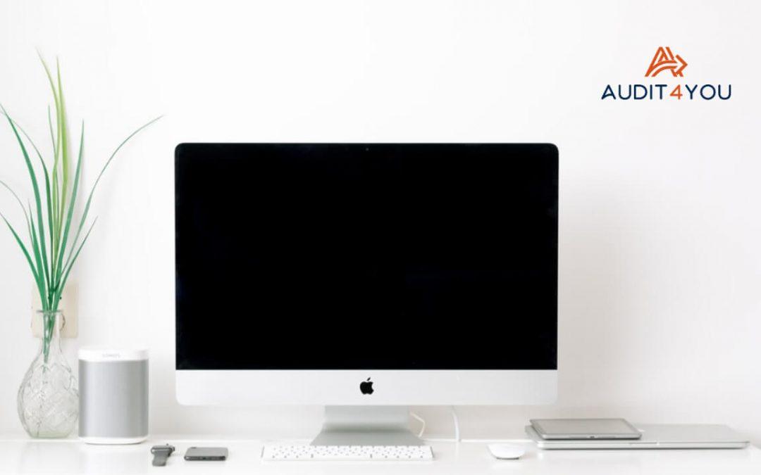 Czym jest zasada czystego ekranu oraz biurka i jak się do niej stosować?